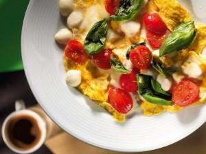 omleta-cu-ciuperci-branza-rosii-omleta-taraneasca-reteta